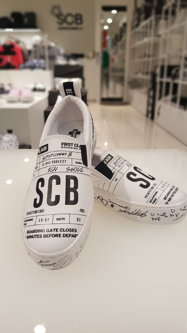 [슈퍼콤마비] Signature print slip-on(white) P64DX18301WHT